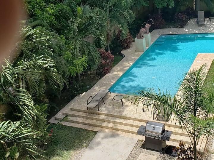 3 bed luxury apartment 100 m to ocean  8 people
