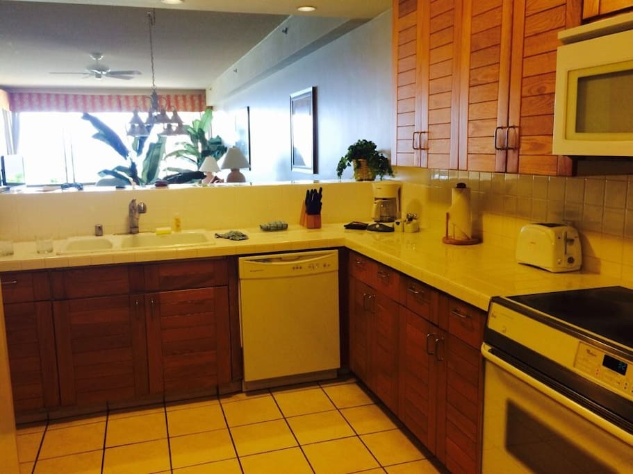 In-Unit full kitchen with appliance, pots & pans