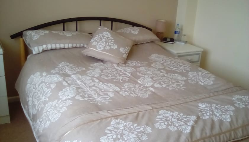 Oswestry Private Room with Ensuite, quiet location