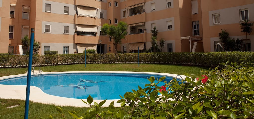 Piso en torremolinos piscina parking condominiums for for Piscina torremolinos