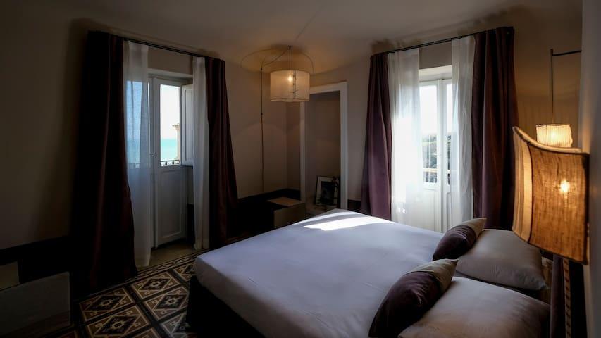 Sea-view bedroom  (second floor)
