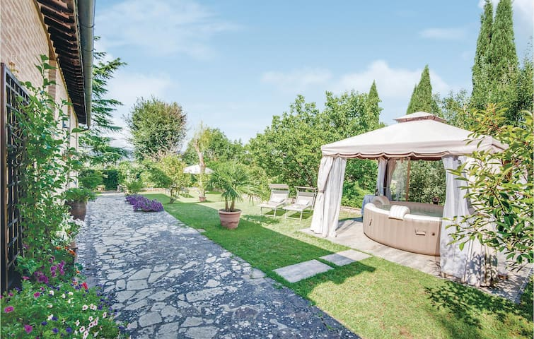 Holiday cottage with 3 bedrooms on 170m² in Sovicille SI