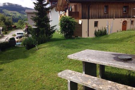 Gemütliches Zimmer mit Bergpanorama - Waltensburg/Vuorz - Haus