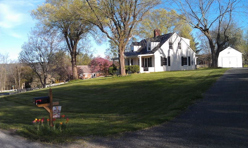 CAROL'S COTTAGE NEAR VHC,W&L,VMI! 2 MILES FROM LEX