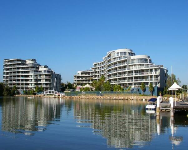 HOM8125BEN 2 bed in  Sydney Olympic - Wentworth Point - Appartamento