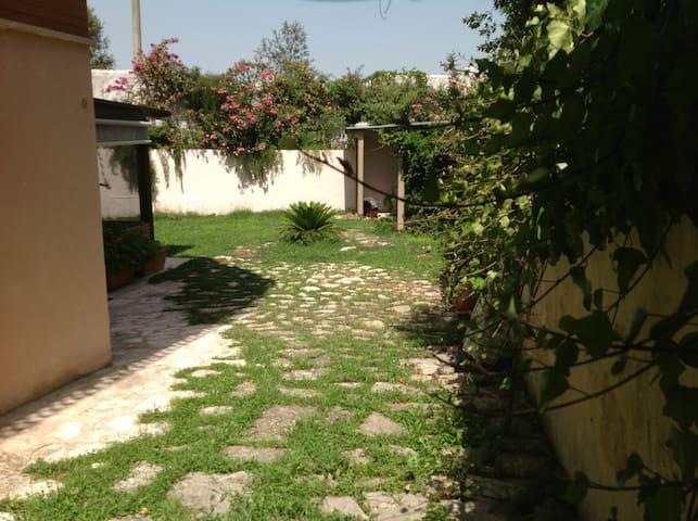 entrata e giardino