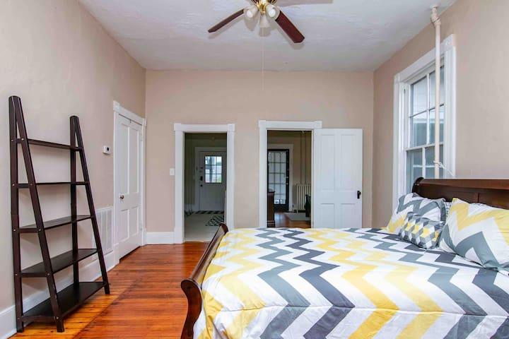 Downtown Roanoke 2 Bedroom! Renovation Complete!