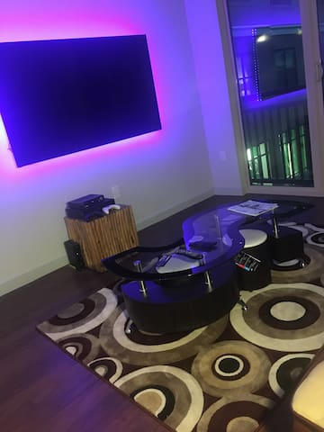 Luxury Apartment With View / Near Galleria Mall