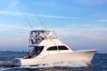 """Sportfishing B&B Weekend Getaway. - Mount Pleasant"