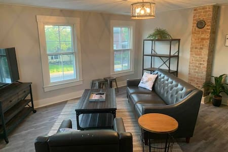 Fully Remodeled Urban Styled 2nd floor unit in Historic District!