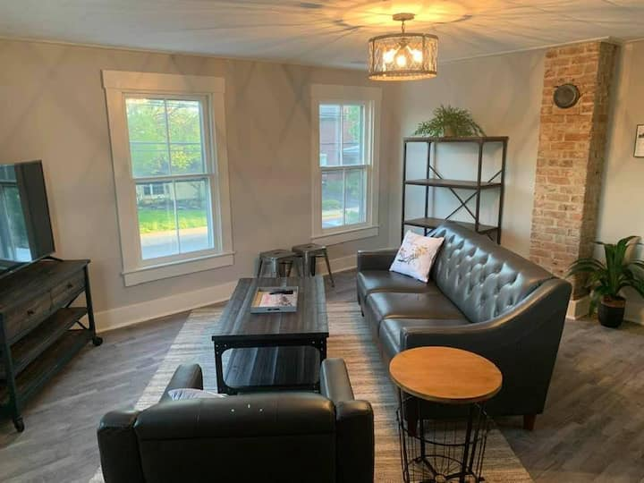 Fully Remodeled Urban Styled 2nd floor Condo unit!