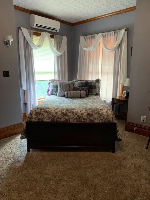 Hydeout Bed & Breakfast Helen's room