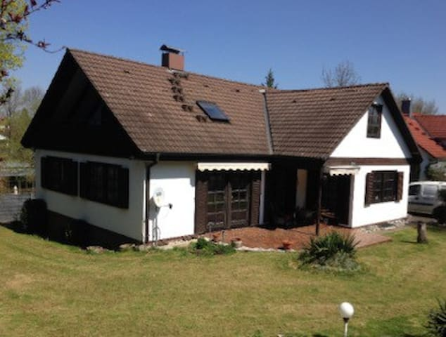 Urlaub am Gartenteich - Ulm - Casa