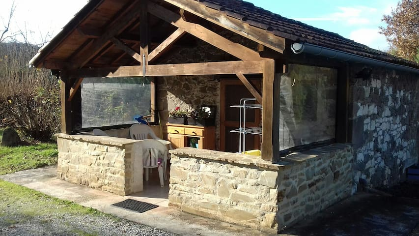 Petite maison en pierres sur 1500m2 - Monestiés - Casa de vacances