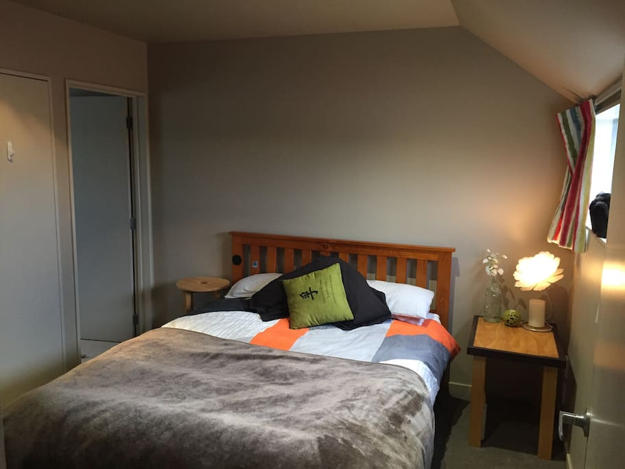 Private Room with Queen Double Bed & Ensuite Shower/Toilet