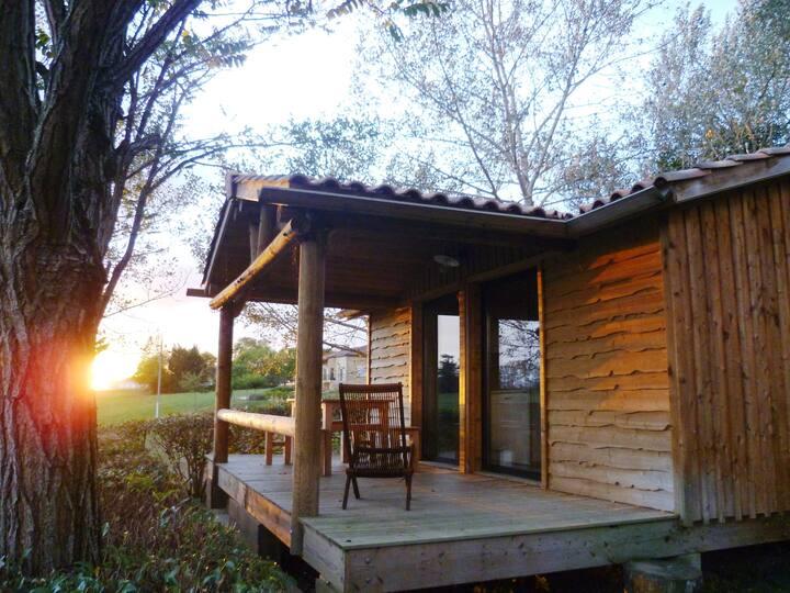 Chalet bois cosy vue sur les Pyrénées dans camping