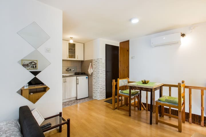 Nice and quite apartment in the center of Vracar