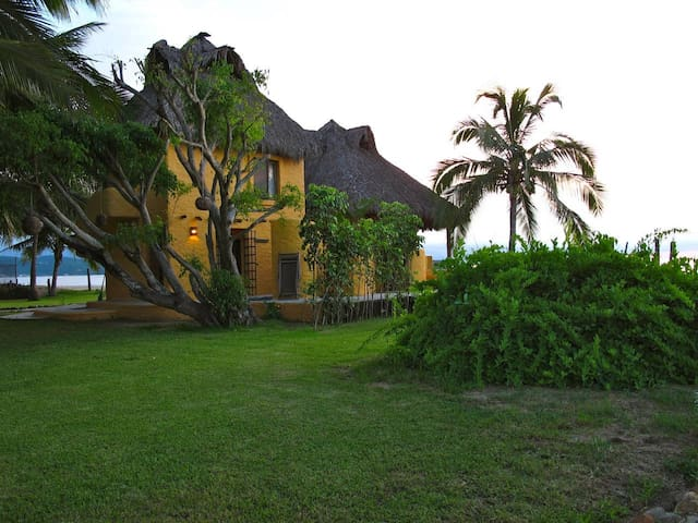 Rustic Beachfront Casa Cielo max. 6 guests - La Peñita de Jaltemba - House