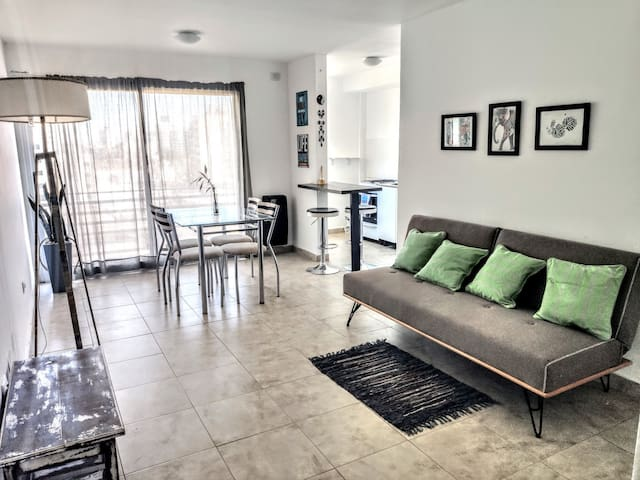 Moderno apartamento cerca del bosque Platense.