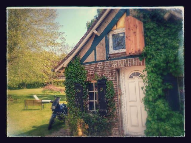 maisonnette de charme - Saint-Cyr-la-Campagne - Huis