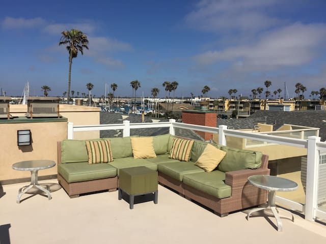 Beautiful Beach Home Just Steps Away from the Sand - Oxnard - House