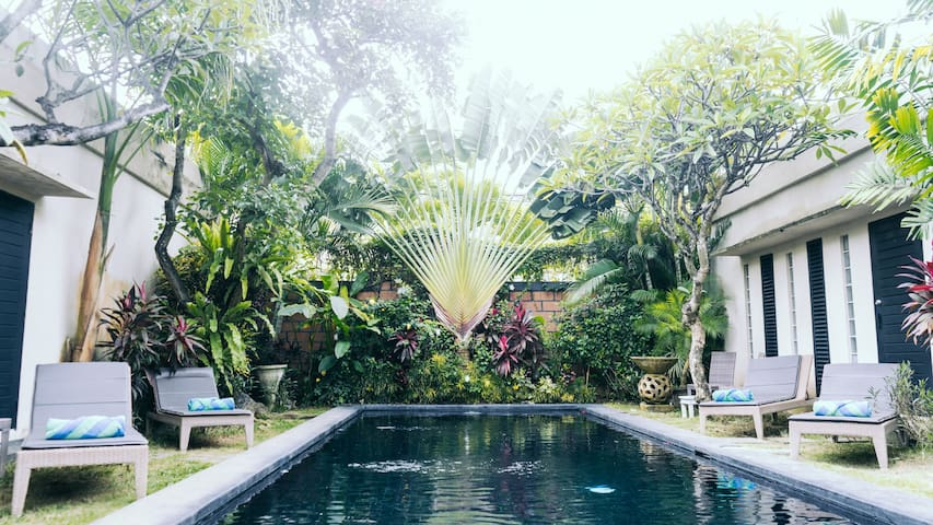 B. Cozy1BR+ensuite, shared pool villa in Seminyak