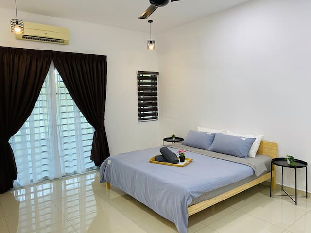 [Master Bedroom] King size bed with air-cond, ceiling fan