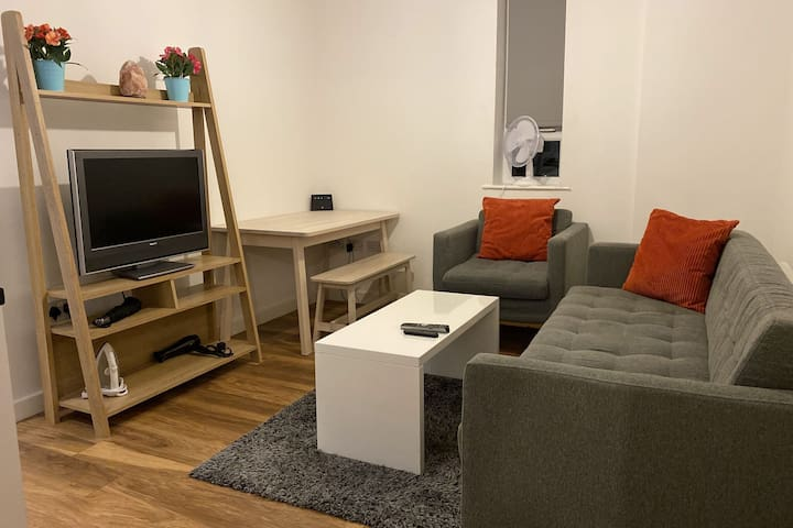 Inviting Apartment in Manchester near Trafford Bar Tram Stop