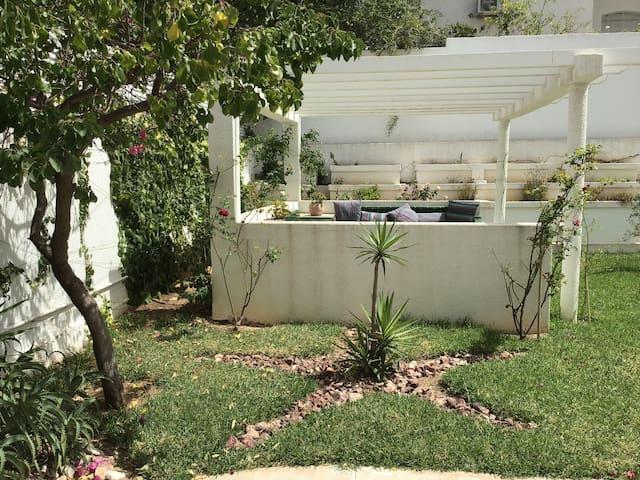 Appartement S+2 avec un grand jardin au menzeh 9