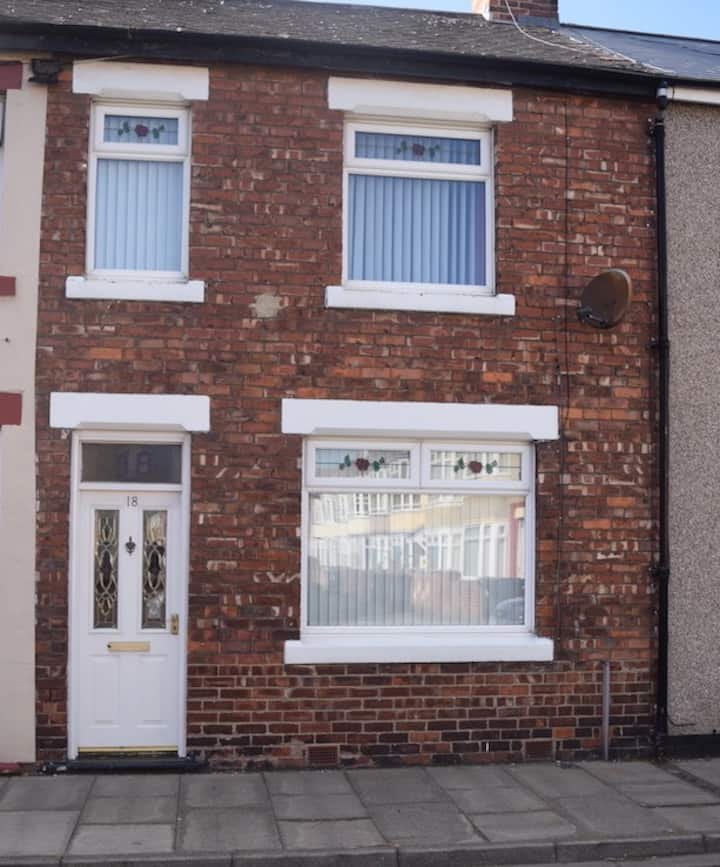 Clean & Tidy 3 Bed Terrace, Central Location
