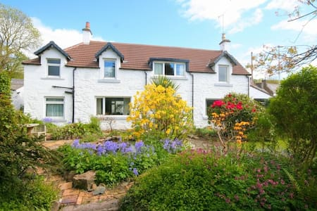 Centrally located cottage with large garden - Kirkcudbright - Rumah