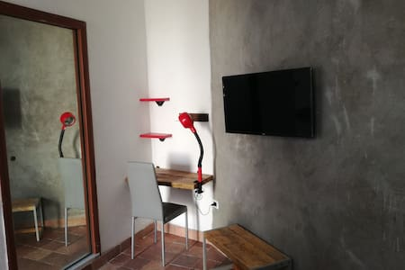 solo-traveller room ,private bathroom