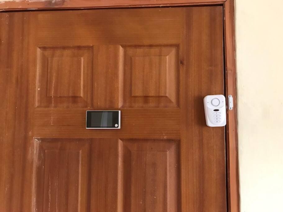 Door with alarm