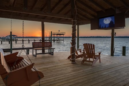 Waterfront Family Fishing and Golf Vacation Rental