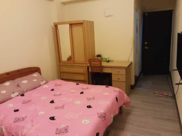 獨立套房    獨立衛浴  中原夜市商圈  可短租 , 長租  房內不能抽菸