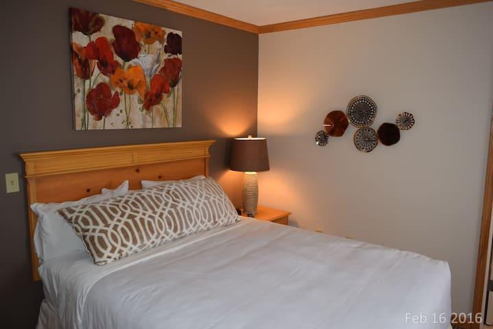 3 Bedroom Hilltop Condo Sleeps 9