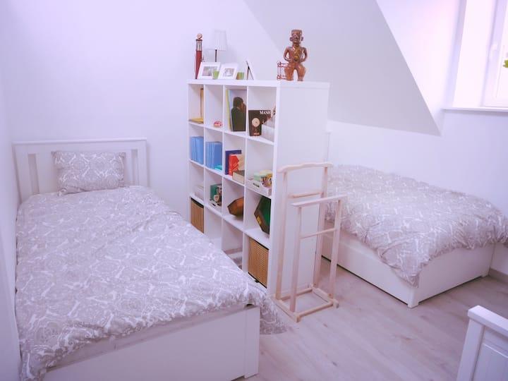 Welkom bij Nicole + terrasje  Airco in slaapkamer