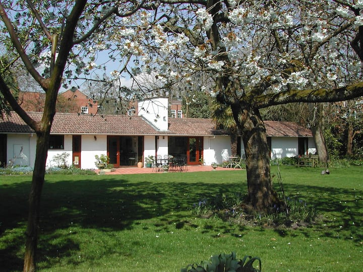 Private, self-catering accommodation for 2 guests