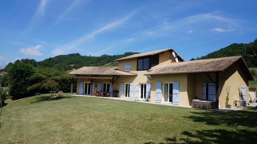 Villa avec piscine au chateau de Collonges - Saint-Donat-sur-l'Herbasse - Appartement