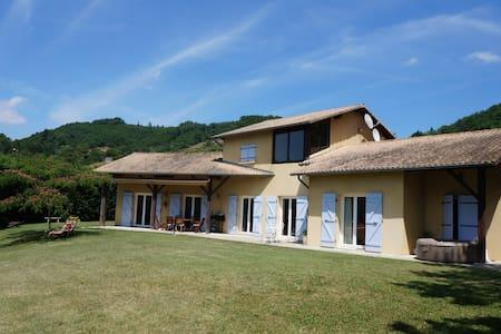 Villa avec piscine au chateau de Collonges - Saint-Donat-sur-l'Herbasse - Apartment
