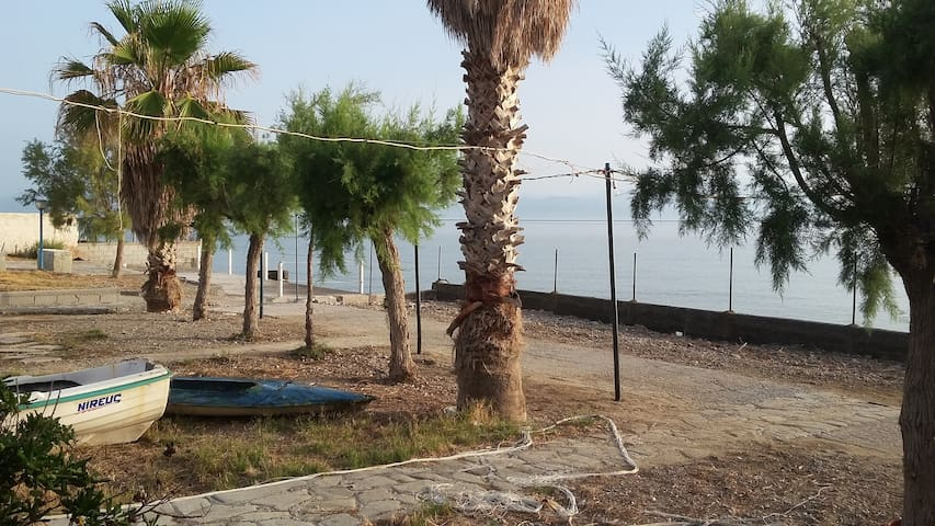 Private beach house - Kamari