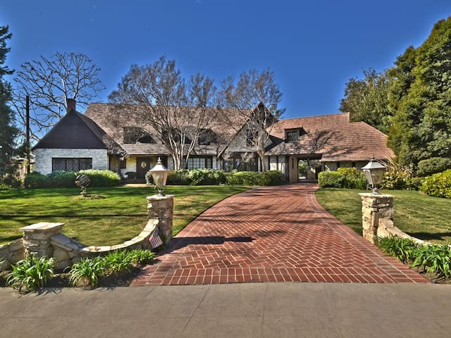 Toluca Lake Manor - Los Angeles - Ev