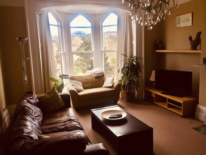 Listed Spacious Gothic  apartment. Close to town.