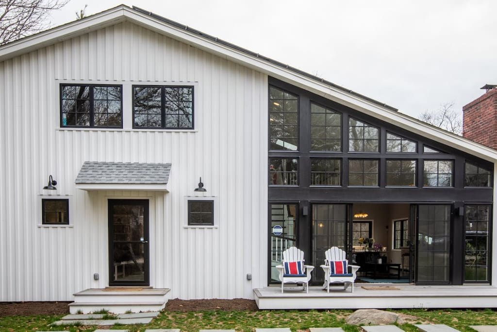Solar powered modern farmhouse