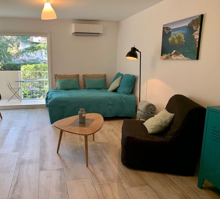 35 m2 avec terrasse à 100m du centre