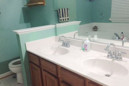 Bright Comfortable Room - Centreville - House