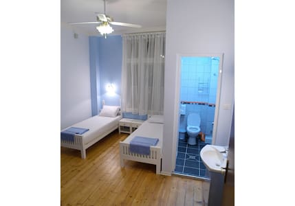 Twin/Dbl Ensuite Room - Hello Sofia Guesthouse - Sofia - Bed & Breakfast
