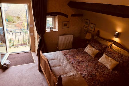 Double bedroom with a view/en-suite/couch area