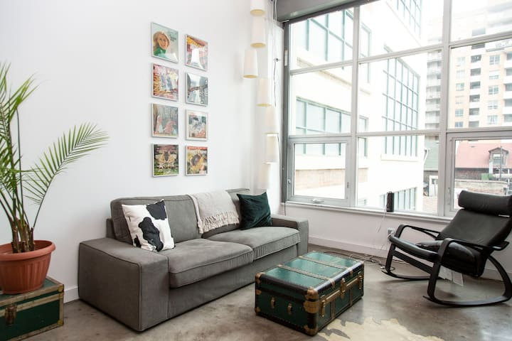 Private room/bathroom in stylish downtown loft.