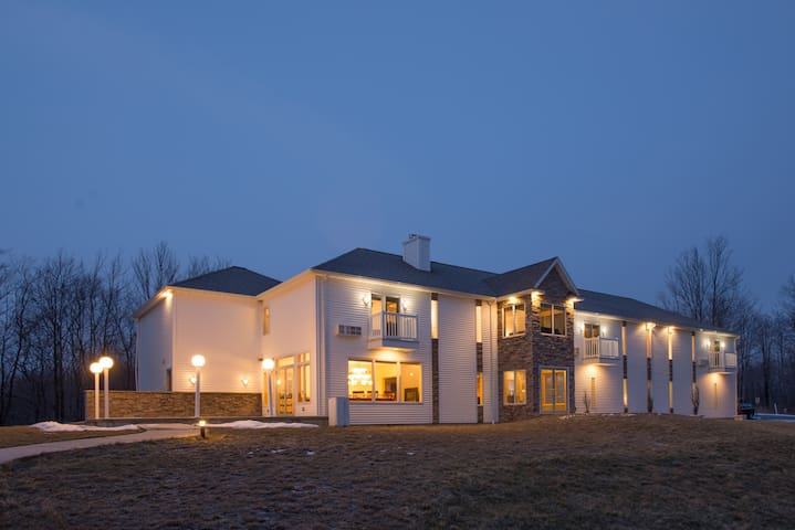 Escape to River Spring Lodge in Darien Center, NY - Darien Center - Hotel butikowy